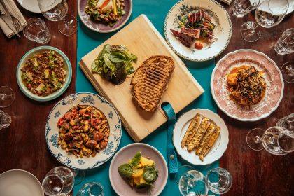 L'assortiment de plats à partager